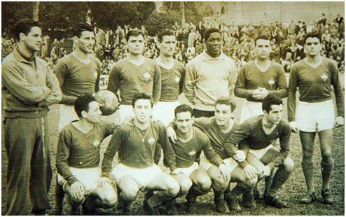 Formación 1957-58: De pie: Melón (en chándal), Sánchez, Tucho de la Torre, Perniche, Franklin, José Anca, Carlos Lorenzo. Agachados: Pensa, Nanuco, Malpica, Bolita, Escobar.
