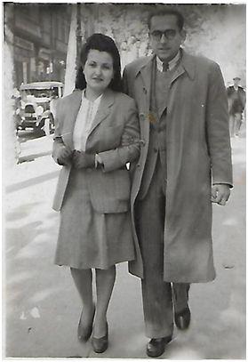 El matrimonio en el año 1945 paseando por las Ramblas de Barcelona.  (Archivo Familia Vallejo).