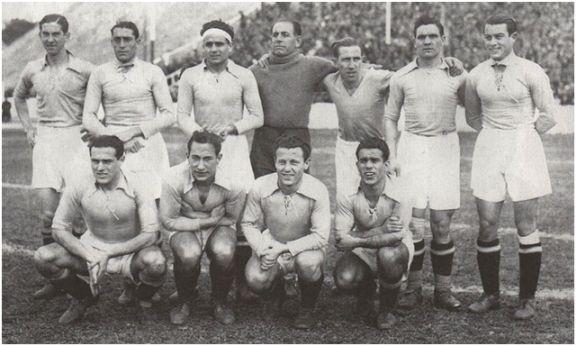 Formación 1934-35. Arriba: Emilín, Chus Alonso, Jesusín, Óscar, Sirio, Caliche, Herrerita. Agachados: Soladrero, Lángara, Gallart, Casuco.