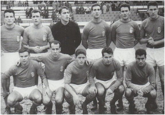 Formación 1962-63: Arriba: Toni, Marigil, Alarcia, Iguarán, Datzira, Paquito. Agachados: Icazurriaga, Sánchez Lage, José Luis, Parés, José María.