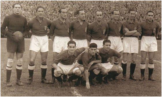 Formación 1944-45. Arriba: Argila, Diestro, Granda, Siero, Pena, Herrerita, Emilín, Tamayo. Agachados: Echevarría, Antón, Goyín.
