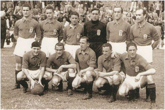 Formación 1943-44. Arriba: Echevarría, Díaz, Goyín, Llorente, Granda, Pena. Agachados: Antón, Herrerita, Sirio, Valerio, Diestro.