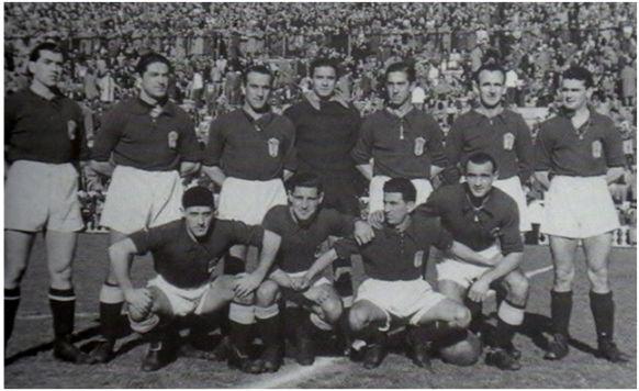 Formación 1945-46: Arriba: Del Hoyo, Granda, Diestro, Argila, Emilín, Ricardo, Penedo. Agachados: Antón, Sansón, Goyín, Cabido.