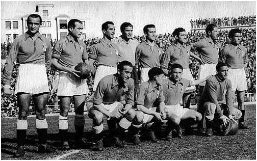 Formación 1948-49: Arriba: Cabido, Herrerita, Arzanegui, Argila, Peñalosa, Iturbe, Diestro, Muñiz. Agachados: Granda, Antón, Goyín, Llorente.