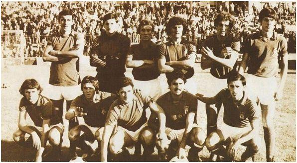 Formación 1980-81. Arriba: Vicente, Viti, Naves, Domingo, Antuña, García Barrero. Agachados: José Carlos, Javi, Herbera, Omar, Larrañaga.