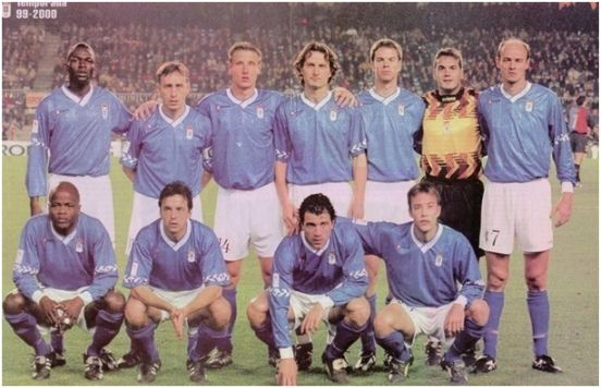 Formación 1999-00. Arriba: Keita, Paulo Bento, Danjou, Dubovsky, Boris, Esteban, Onopko. Agachados: Dely Valdés, Iván Iglesias, Pompei, Losada.