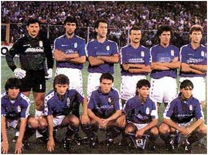 Formación Real Oviedo en Genoa, estadio Luigi Ferraris, vuelta UEFA. Arriba: Viti, Jerkan, Gorriarán, Sañudo, Zúñiga, Rivas. Agachados: Lacatus, Elcacho, Bango, Berto, Carlos.