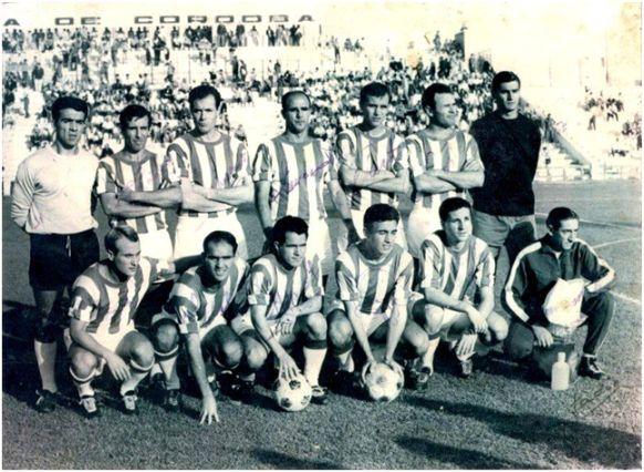 Formación 1965-66. Arriba: García, López, Navarro, Simonet, Martí, Ricardo Costa, Ortiz. Agachados: Luis Costa, Juanín, Jara, Riera, Alfonso.