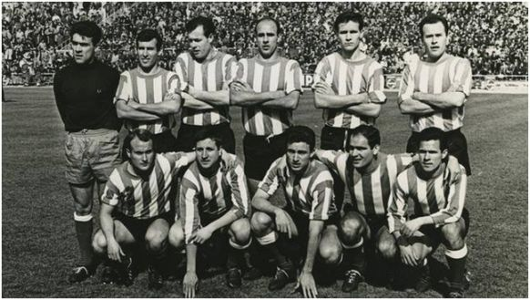 Formación 1966-67. Arriba: García, López, Navarro, Simonet, Martí, Ricardo Costa. Agachados: Luis Costa, Alfonso, Riera, Juanín, Jara.