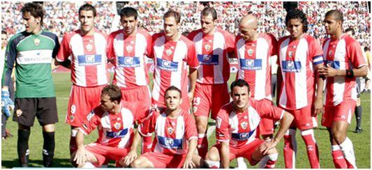 Formación 2007-08: Arriba: Cobeño, Negredo, Juanito, Carlos García, Soriano, Bruno, Acasiete, Felipe Melo. Agachados: Mané, Crusat, Juanma Ortiz.