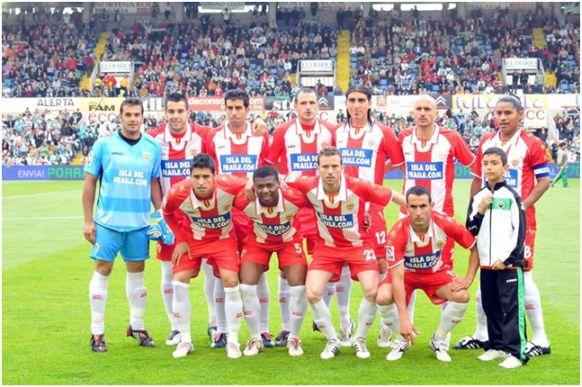 Formación 2008-09. Arriba: Esteban, Negredo, Juanito, Soriano, Chico, Bruno, Acasiete. Agachados: Nieto, Kalu Uche, Mané, Juanma Ortiz.