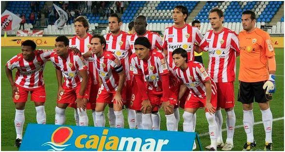 Formación 2010-11: Arriba: Bernardello, Juanma Ortiz, M'Bami, Ulloa, Carlos García, Esteban. Agachados: Kalu Uche, Michel Macedo, Corona, Marcelo Silva, Piatti.
