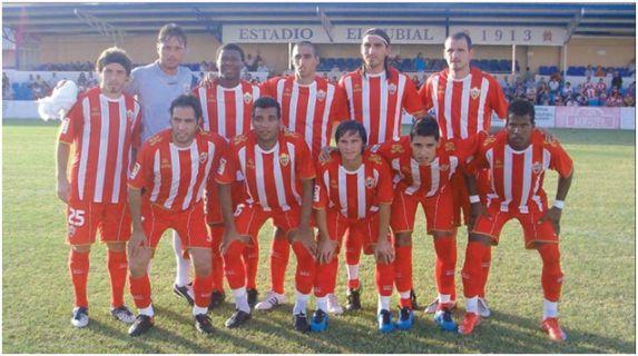 Formación 2009-10. Arriba: Bernardello, Diego Alves, Kalu Uche, Pellerano, Chico, Soriano. Agachados: Ortiz, Michel Macedo, Piatti, Nieto, Guilherme.